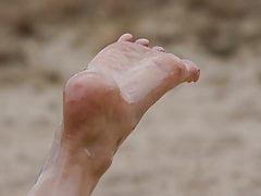 Füße 036 - Geölte Sohle in der Luft
