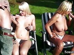 Niemiecka matka i córeczka uwodzą, by pieprzyć się z dwoma facetami