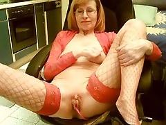 Oma mit roten Unterwäsche