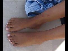 Footplay młodej damy na plaży