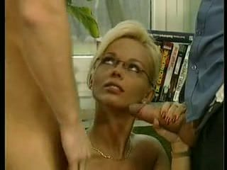Секс на спальном диване