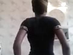 Kamerun porusza swoją dupę i jej duże cycki