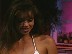 Striptizerka Nici Sterling dostaje ją w dupę.