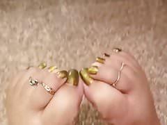 Seksowne stopy w jasnym kolorze palców u stóp w lustrze