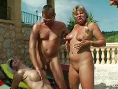 REAL GROUP SEX NEMECKÝCH MILF s chlapci u bazénu na prázdninách
