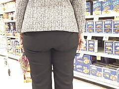 Szczery Żydowski GILF Ass zapakowany w spodnie