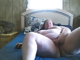 BBW rubs her pussy on bed