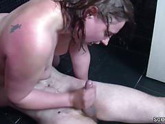 Deutsche Mutter fickt in der Dusche der Schwester rum