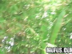 Pervs en patrouille - Emma Alba - Jouet de mon voisin - Mofos