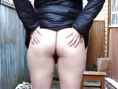 Pissing in outdoors