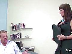 MILF Boss seduce un grosso datore di lavoro a scopare in casting