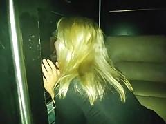 Femme de tournage à un gloryhole