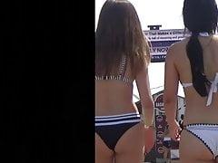 Due culi bikini non adolescenti