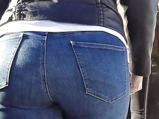 Blondes Bbw video: Blonde witn massive ass go to the bus