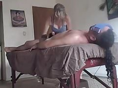 AUFREGENDE MASSAGE