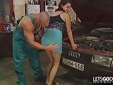 Retro Porn in der Autowerkstatt
