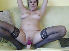 Maman mature se masturbe