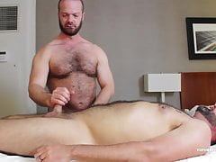 MuscleBull Power Fucks Topher Raw | Porn-Update.com