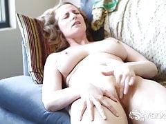 Yanks Babe Nichole´s Orgasmus mit geschlossenem Bein