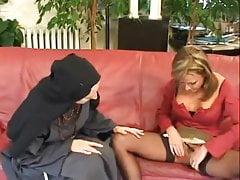 Starsza zakonnica fisting