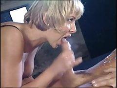 Maria e Laura fanno sesso di gruppo