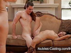 Nubiles Casting - Une mignonne ado essaye du porno hardcore