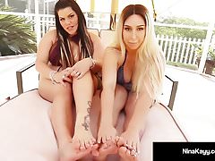 Naughty Nympho Nina Kayy & Angelina Castro Zagraj w Hot Footsies