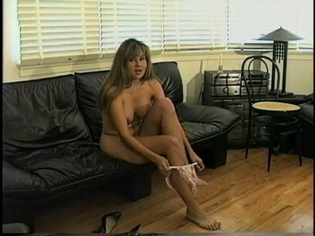 Девушки мастурбация в туалете онлайн