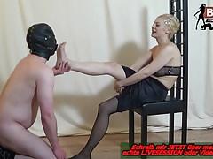 Foot erotic - dominujący fetysz stóp fedom lady milf