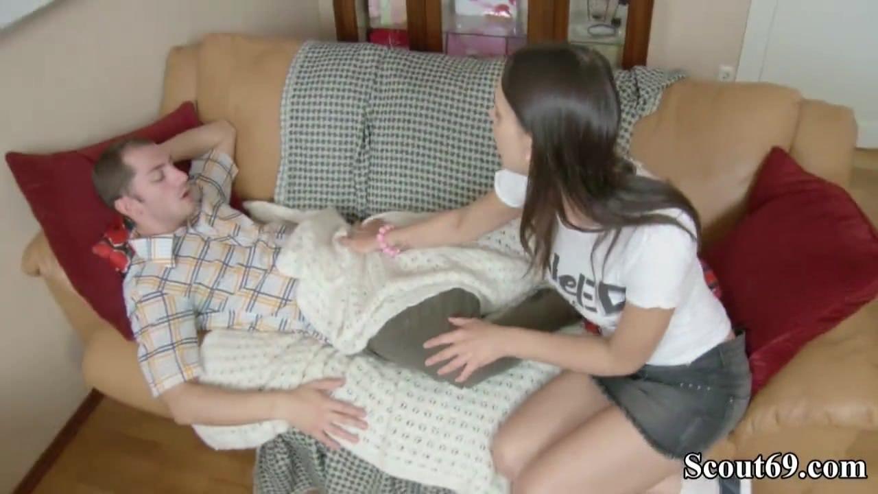 Жена мастурбирует перед веб камерой