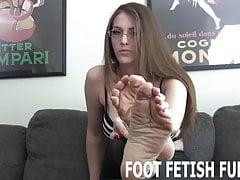 Pozwolę ci czcić moje doskonałe małe stopy