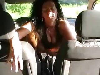 Italian Car video: Grande troia si scopa il cambio !