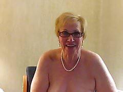 Zia Sue si veste di biancheria intima da sposa
