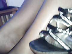 Czarna stopa do rajstop i masywne cumowanie