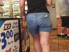 Kategorie MILF In Shorts
