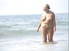 Alte Paare am FKK-Strand