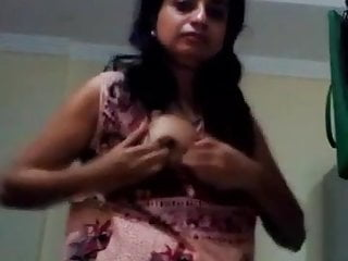 Indian bhabhi dancing