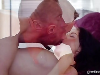 porno zadarmo - Petite Mom Pleasured