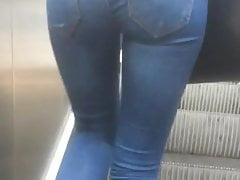 Turkish girl ass in jeans in subway