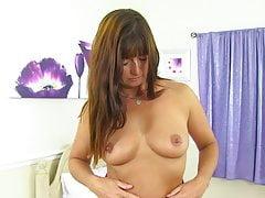 Sexy britská maminka Lelani s nádherným tělem