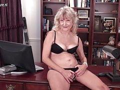 Américain 62YO mamie avec le vagin affamé poilu