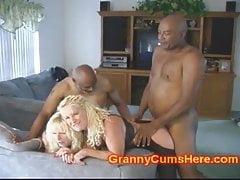 Due granny ass vengono scopati dalla BBC