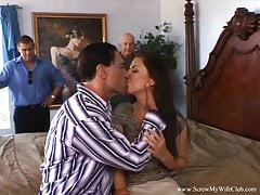 MILF Swinger Gets Down Un étranger