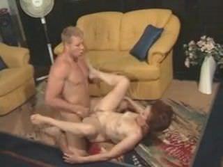Порно актриса учит сексу молодых