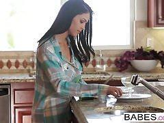 Babes - Chad White i Jasmine Caro - All Day Long