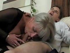 Mama hilft jungen mann aus, free mom beeg porno video e9.mp4