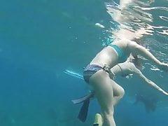 Busted Underwater przez Sexy Teens