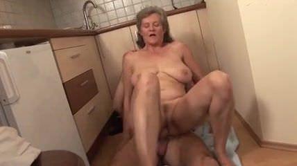 Порно девушка дрочит парню