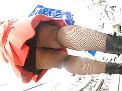 upskirt pod lepką resilową spódnicą