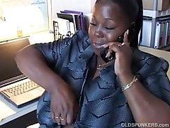 BBW nero matura ama parlare sporco con te al telefono